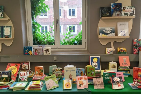 Børnebibliotekaren læser højt / for daginstitutioner