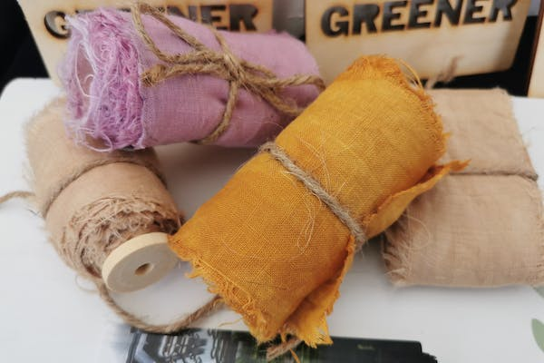 Ribbon dyeing with plants