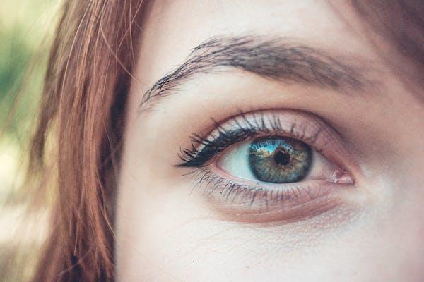 Kursus i retning af øjenbryn med pincet