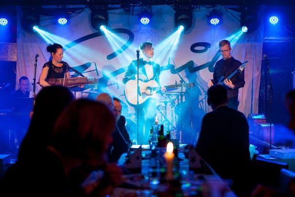 Julbord i Skärgården i sällskap av Emil & Folkfesten