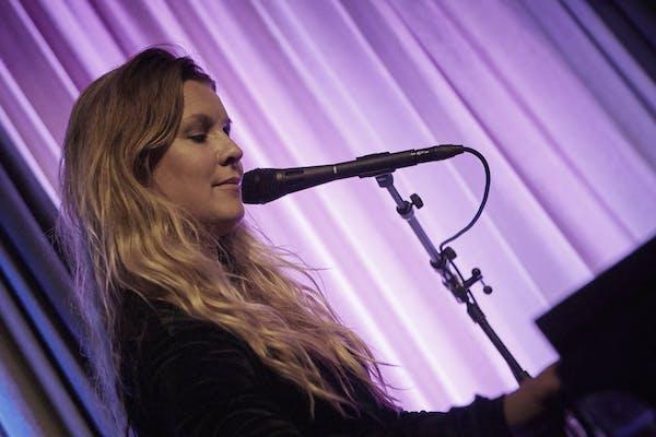 Julbordsshow med Pernilla Andersson